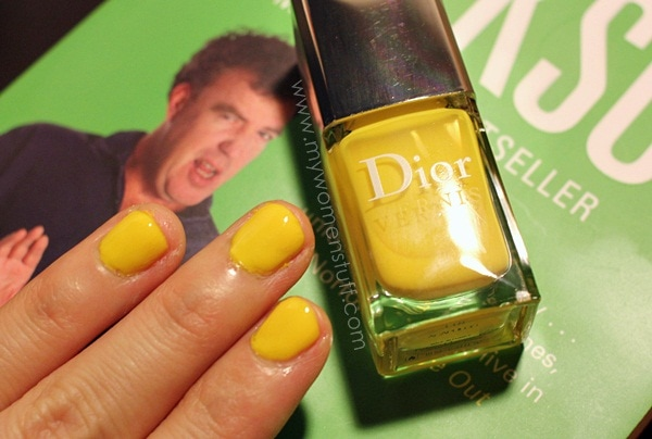 dior acapulco vernis4 Going Loco with Dior Acapulco : Bright, Sunny Neon yellow nails