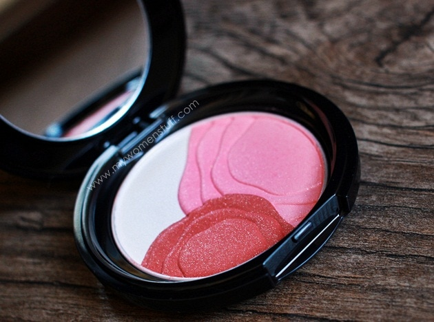 shiseido camelia compact8 Shiseido Camellia Compact : The only blush Ive ever contemplated getting a back up of
