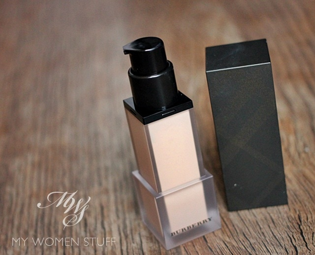 burberry velvet foundation3 The Burberry Velvet Foundation is very promising on paper but falls short on delivery